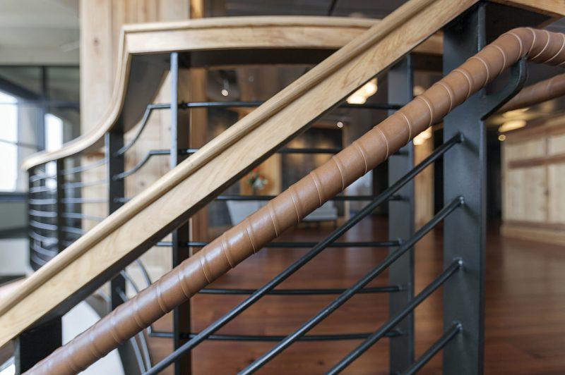 lederen trapleuning bekledingsleder design Spinneybeck ENNAIR